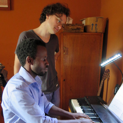 Martin Helmchen with a student