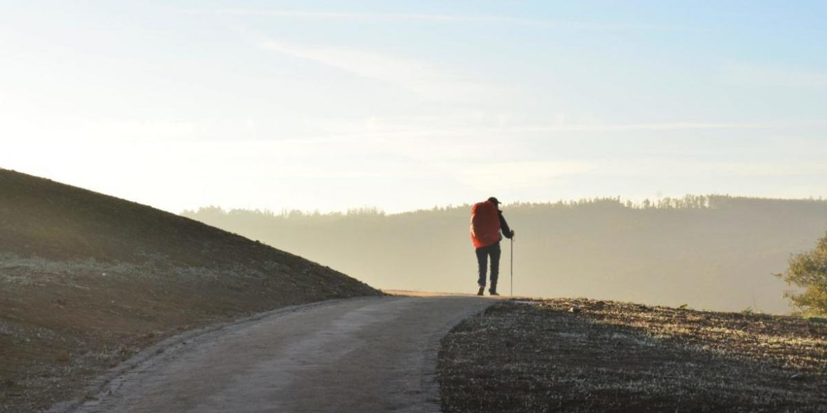 Több ezer kilométernyi sétával köszönte meg a fogyását Istennek
